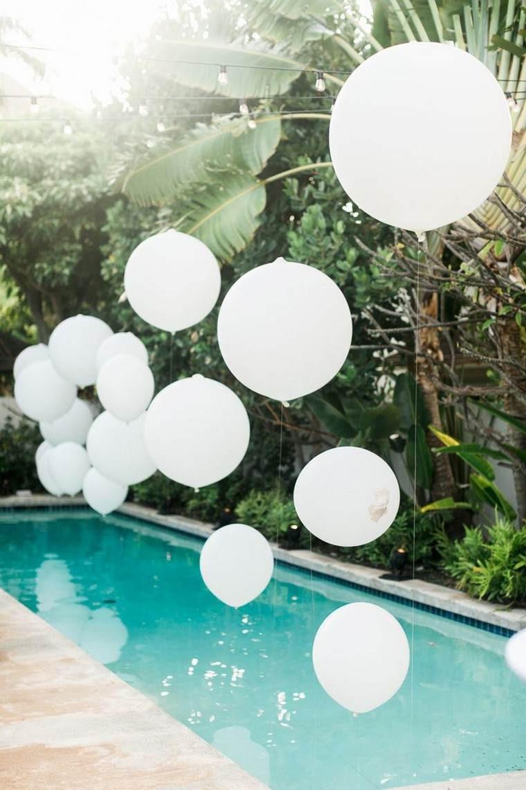 All White Pool Party Ideas  Déco anniversaire enfant en plein air quelques idées
