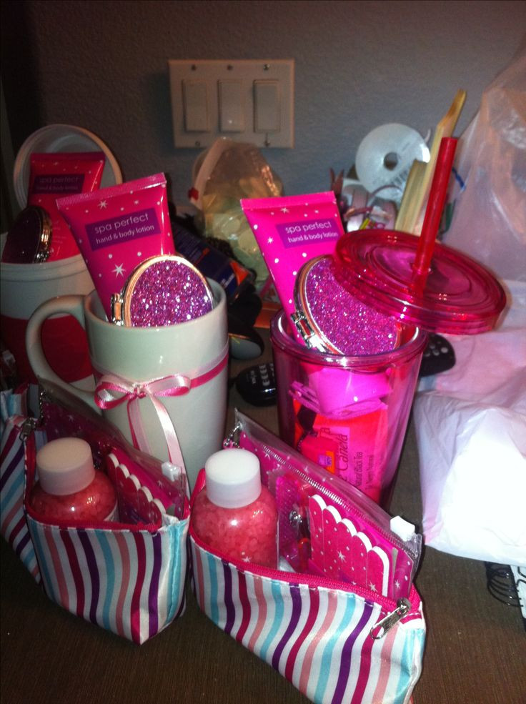 Baby Shower Door Prize Gift Ideas  25 best ideas about Baby Shower Prizes on Pinterest
