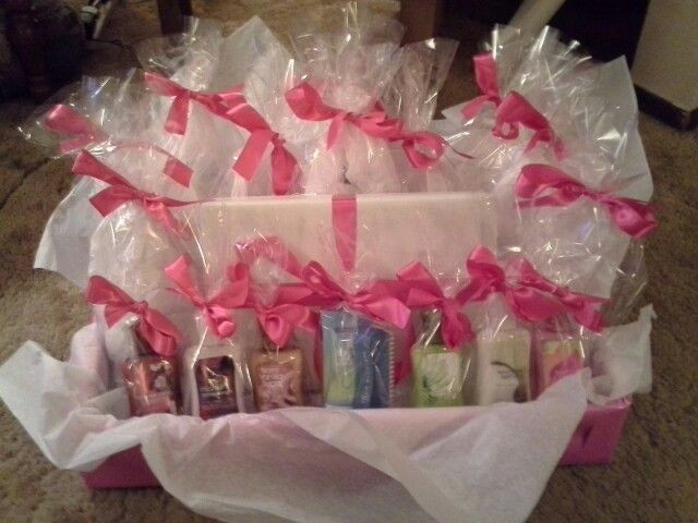 Baby Shower Games Gift Ideas  1000 ideas about Shower Prizes on Pinterest