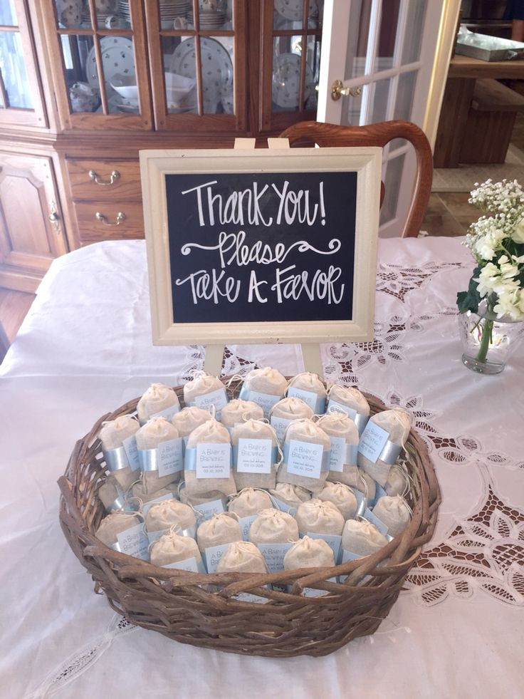 Baby Shower Gift Bags For Guests Ideas  25 Best Ideas about Baby Shower Souvenirs on Pinterest