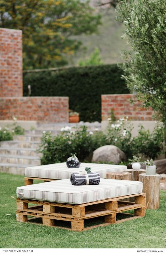 Backyard Party Seating Ideas  Best 20 Cheap Backyard Wedding ideas on Pinterest