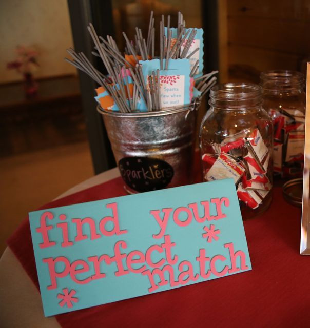 Centerpiece Ideas For Engagement Party  Best 25 Engagement party decorations ideas on Pinterest