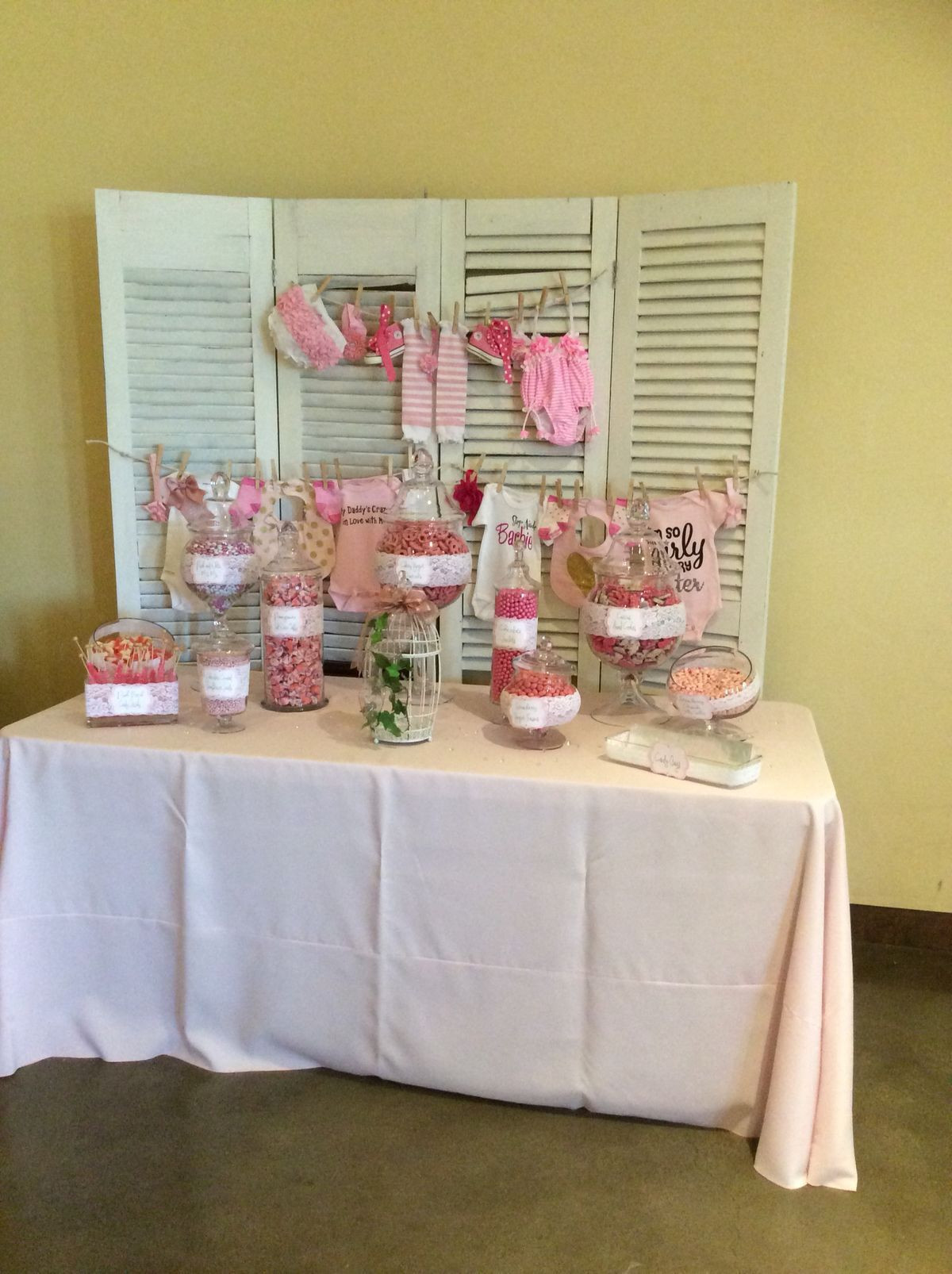 DIY Baby Shower Backdrop  DIY baby shower backdrop and candy bar