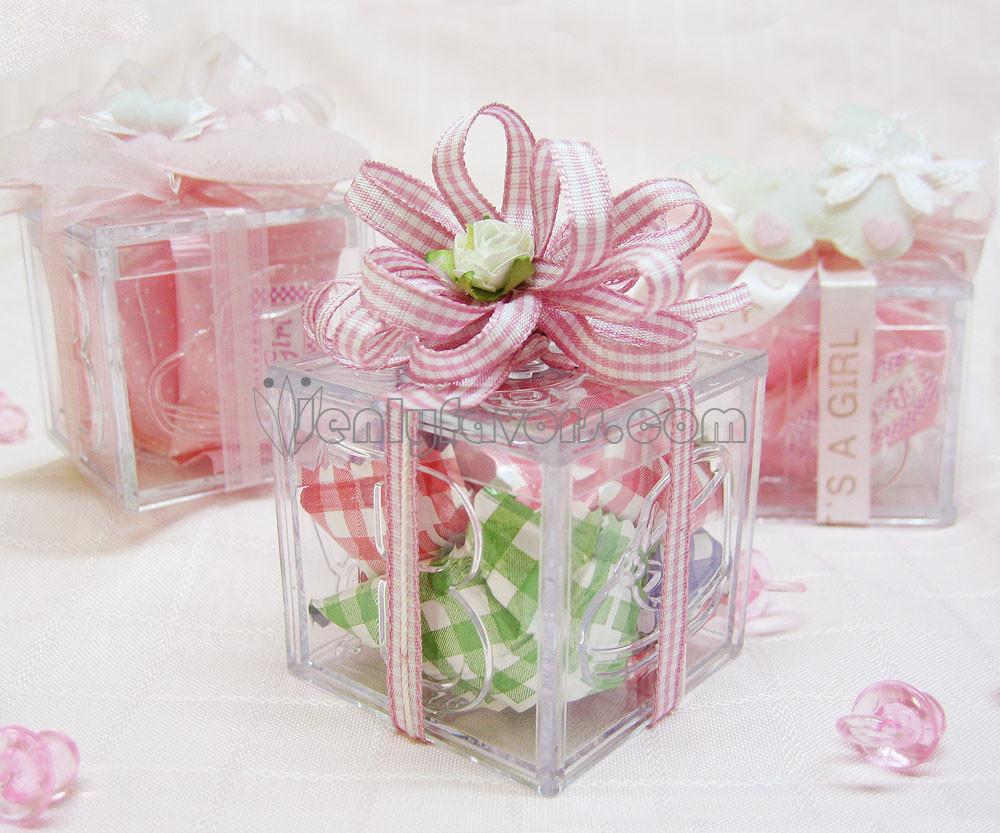 DIY Baby Shower Favors For Girl  DIY Gingham Baby Shower Favor Box