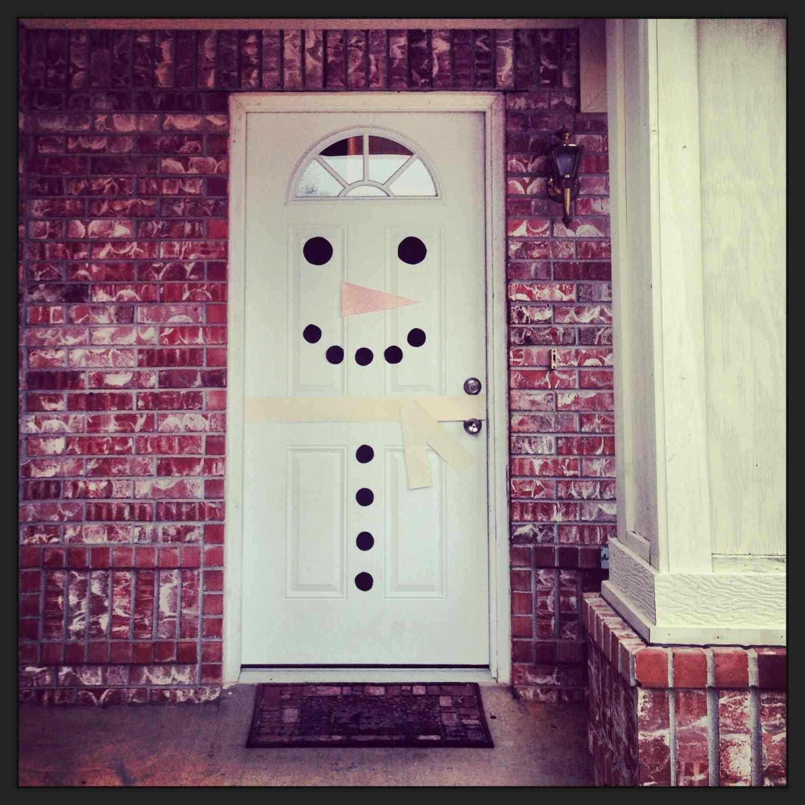 DIY Christmas Door Decoration  diy door decorations for christmas