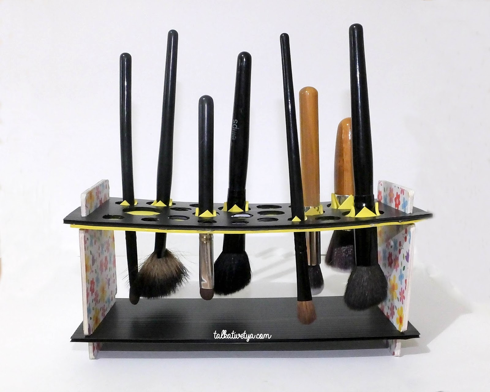 DIY Makeup Brush Drying Rack  [DIY] Makeup Brush Drying Rack Keringkan brush makeup