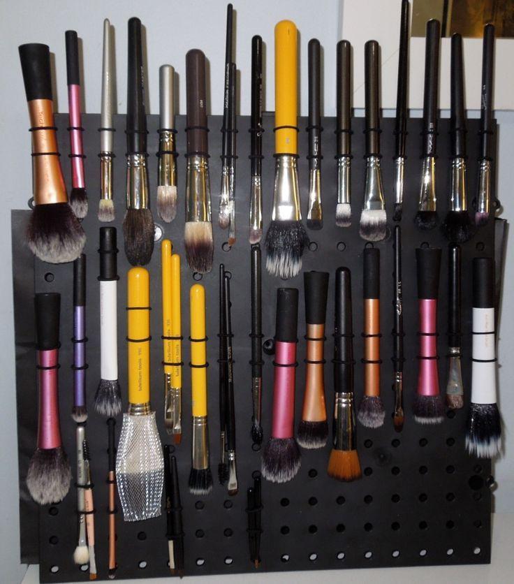 DIY Makeup Brush Drying Rack  diy makeup brush drying rack makeup Pinterest