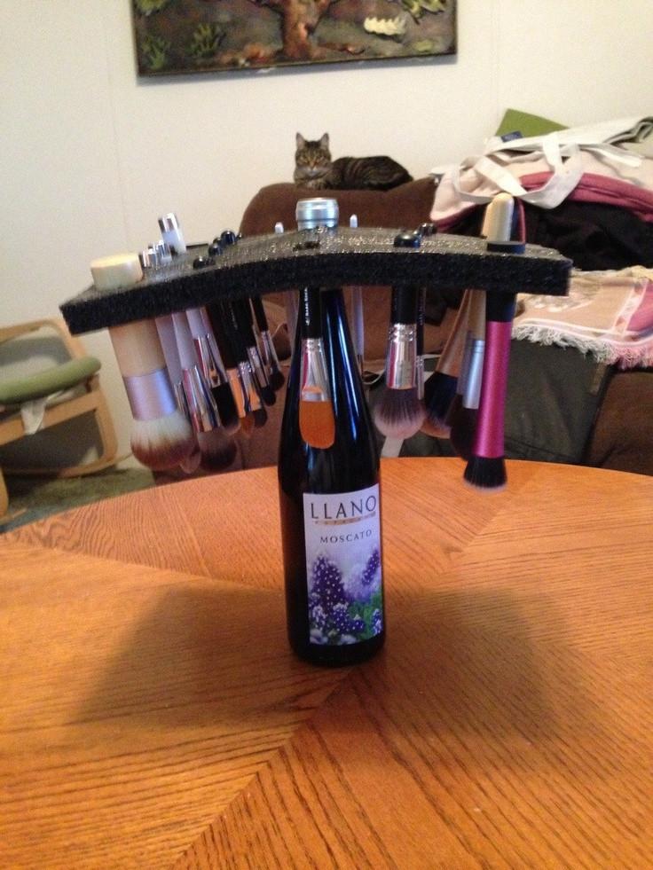 DIY Makeup Brush Drying Rack  Pin by Shellye Backes on DIY