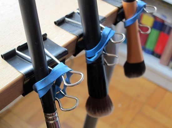 DIY Makeup Brush Drying Rack  DIY make up brushes drying rack Tips Pinterest