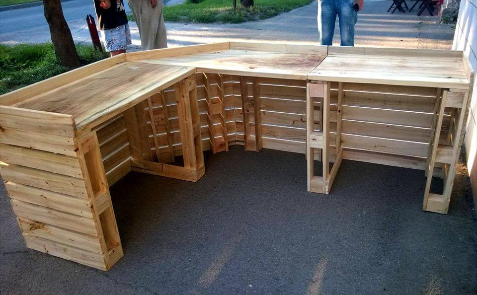 DIY Pallet Bar Plans  DIY Gorgeous Pallet Bar Table