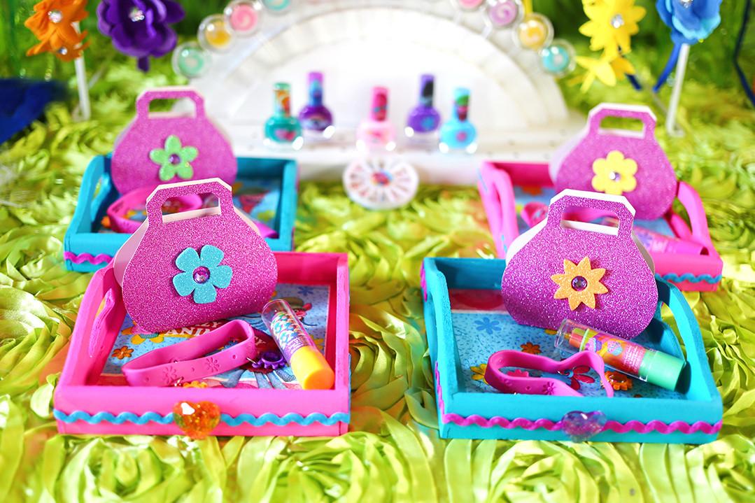 Diy Trolls Party Ideas  DIY Trolls Beauty Trays