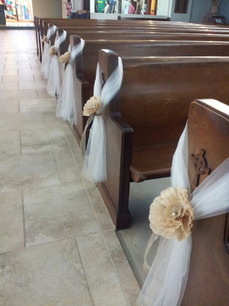 DIY Wedding Pew Decorations  pew decoration tulle and paper flowers