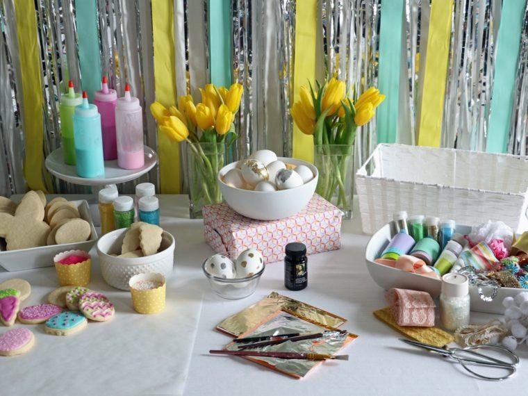 Easter Office Party Ideas  Déco table Pâques avec œufs fleurs et petits lapins