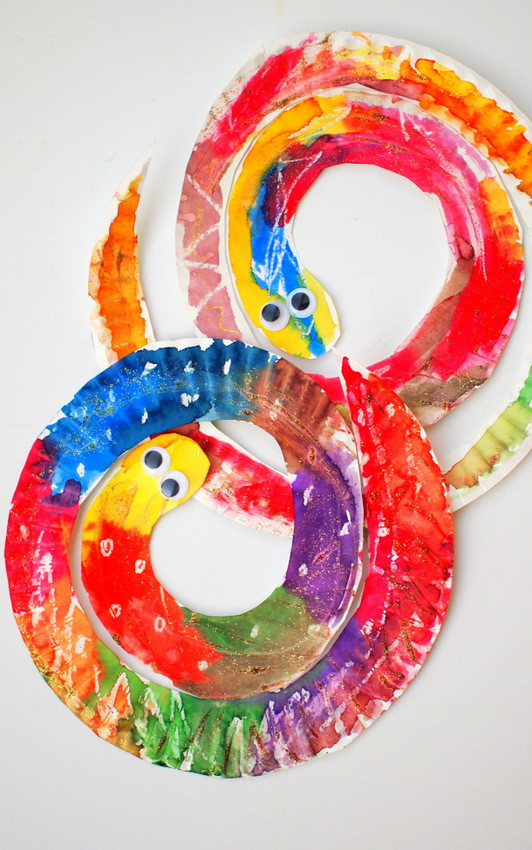 Easy Art Activities Preschoolers  Easy and Colorful Paper Plate Snakes