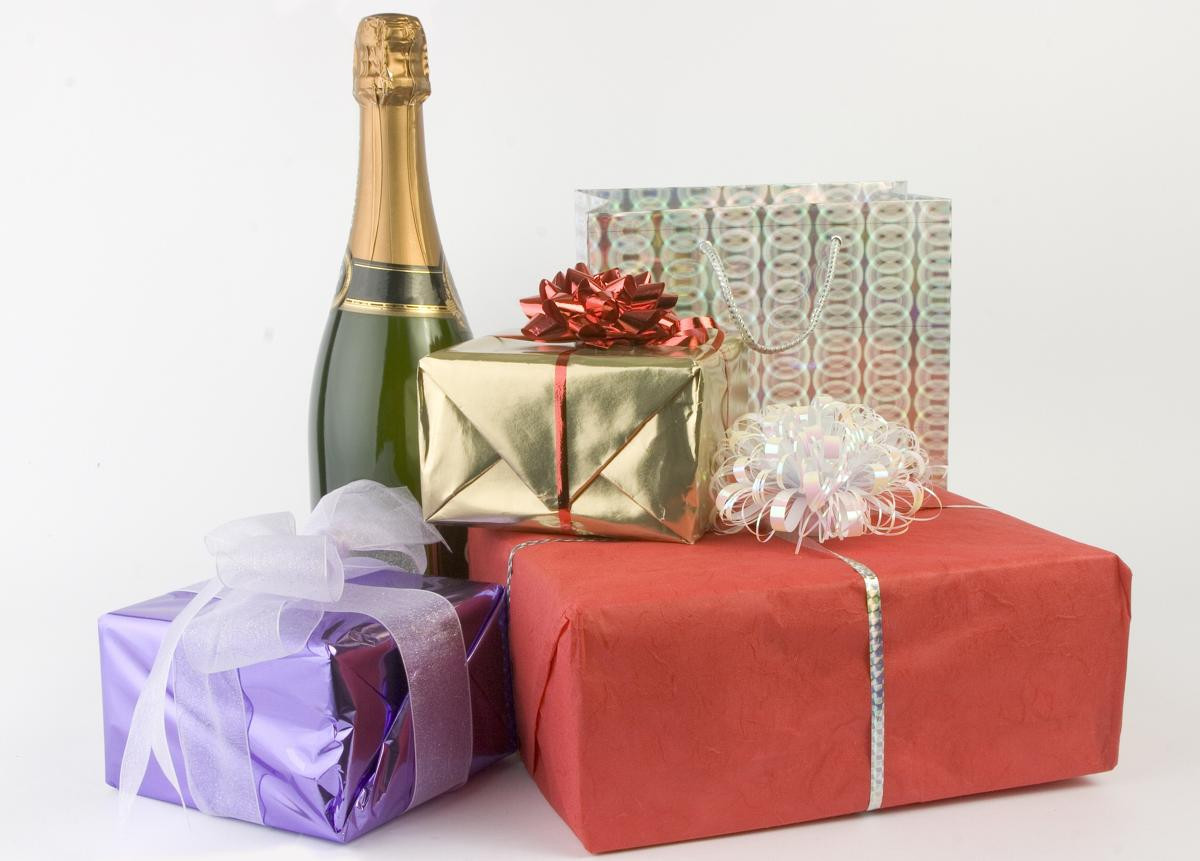 Gift Ideas For Older Couples  15 Amazingly Thoughtful Wedding Gift Ideas for Older Couples