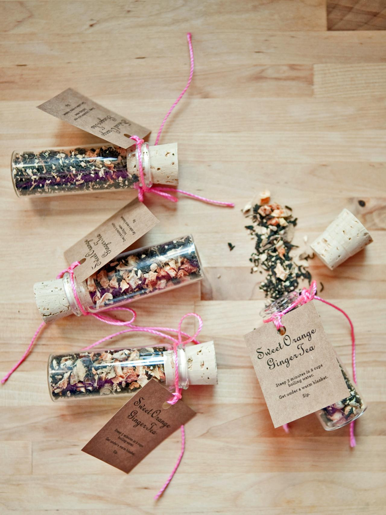 Holiday Party Gift Ideas  30 Festive DIY Holiday Party Favors