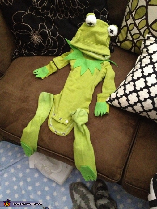 Kermit The Frog Costume DIY  Kermit the Frog DIY Baby Costume 3 5