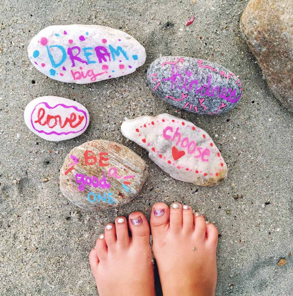 Kindness Rocks Quotes  MAKE KINDNESS ROCKS WITH KIDS