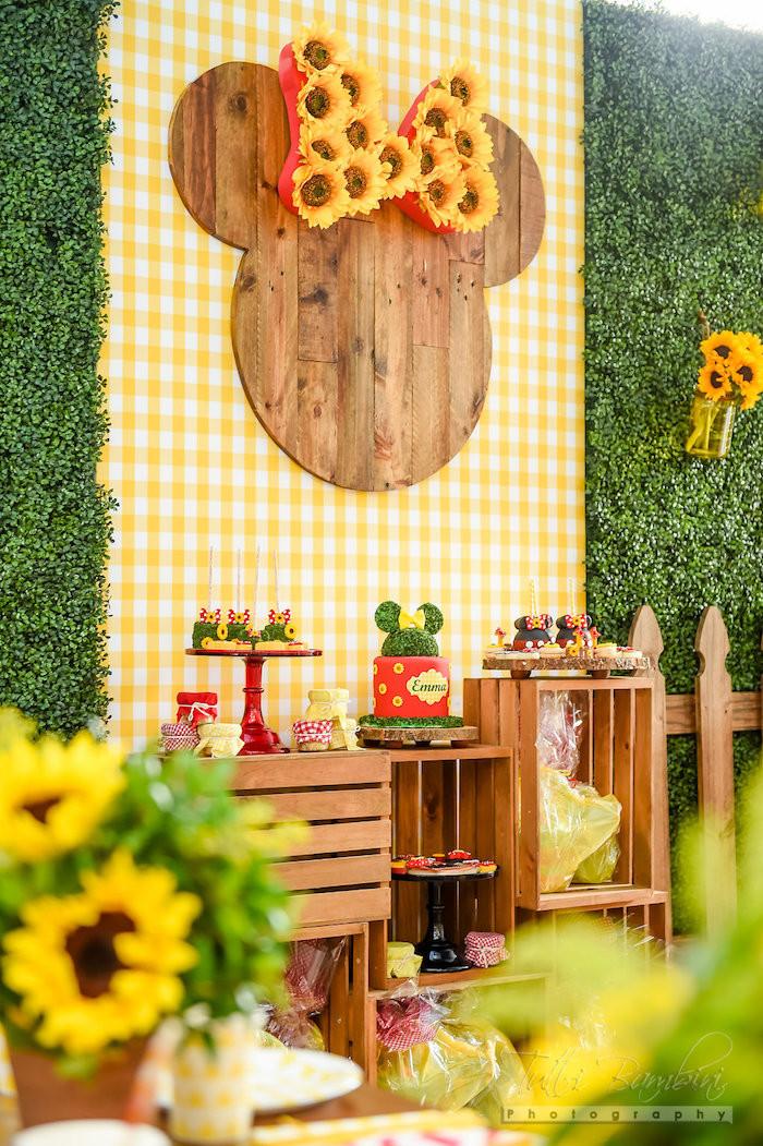 Minnie Mouse Backyard Party Ideas  Kara s Party Ideas Minnie Mouse Sunflower Garden Party