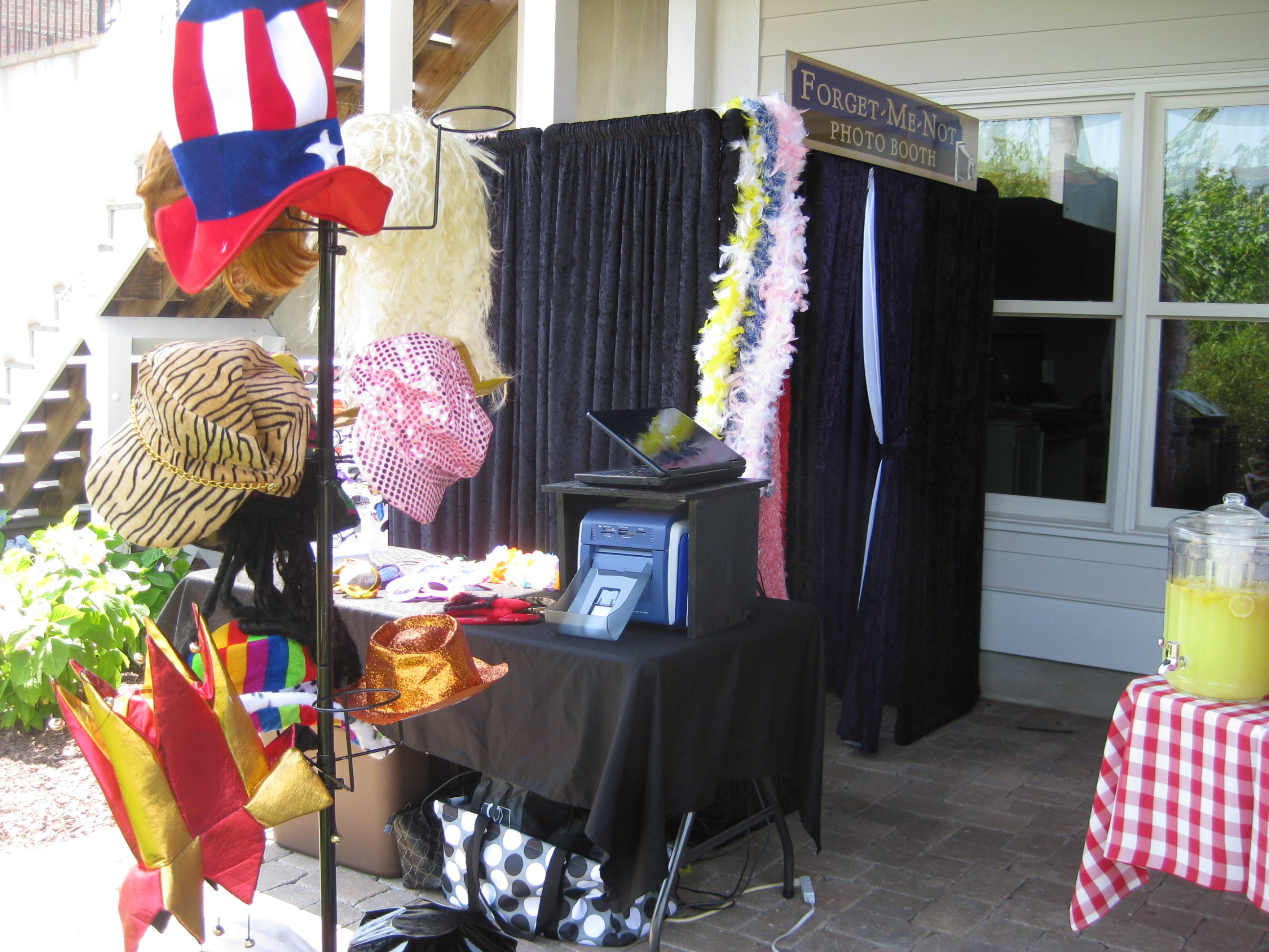 Photo Booth Ideas For Graduation Party  1000 images about Graduation on Pinterest