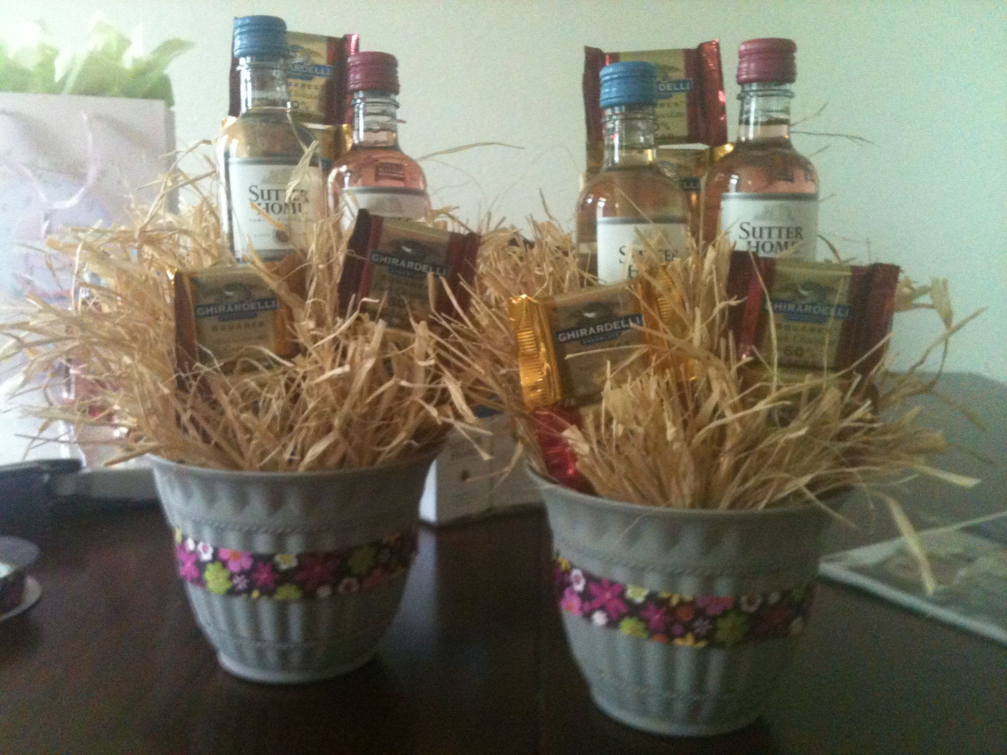 Small Gift Basket Ideas  Create small t baskets with wine & chocolate for your