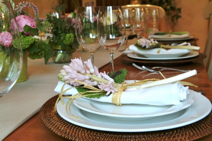 Spring Dinner Party Ideas  Spring dinner party table setting