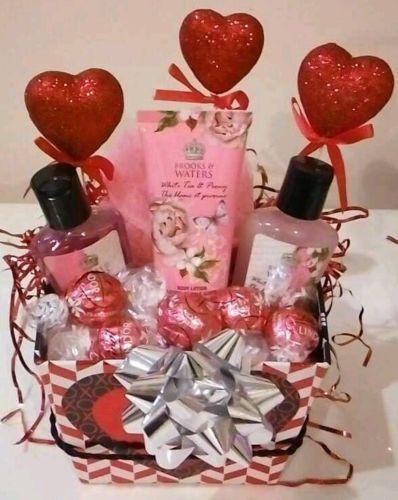 Valentine'S Day Gift Basket Ideas  1000 ideas about Valentine s Day Gift Baskets on