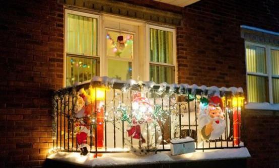 Apartment Balcony Christmas Lights  17 Cool Christmas Balcony Décor Ideas DigsDigs