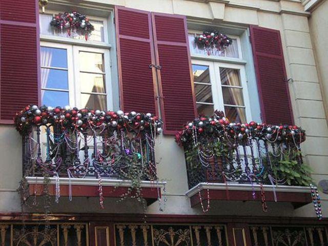 Apartment Patio Christmas Decorating Ideas  17 Cool Christmas Balcony Décor Ideas