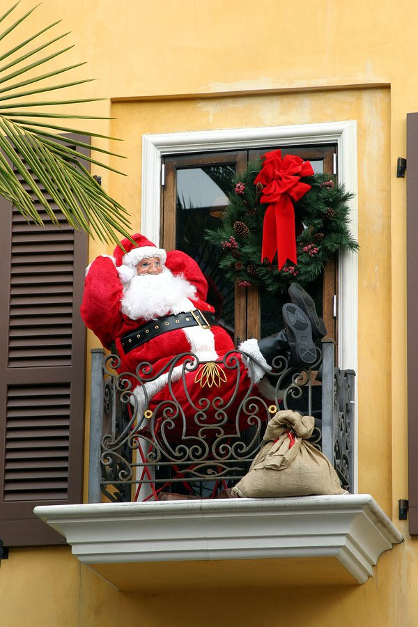 Apartment Patio Christmas Decorating Ideas  Decorating Your Apartment Townhome or Condo Balcony for