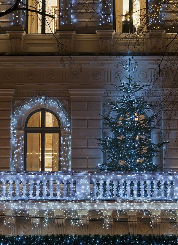 Apartment Patio Christmas Decorating Ideas  Christmas Lights and Decorations for Apartment Townhome