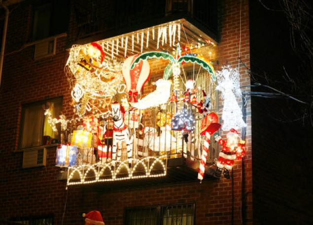 Balcony Christmas Lights  Con Ed cashes in on Holiday cheer NY Daily News