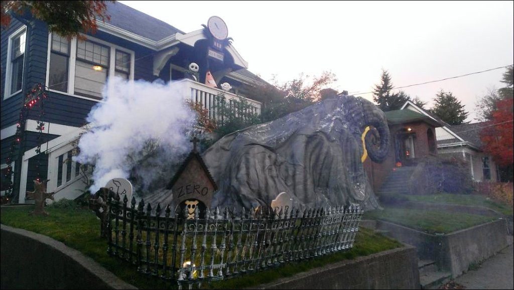 Best Outdoor Halloween Decorations  Best Halloween Decorated Yards