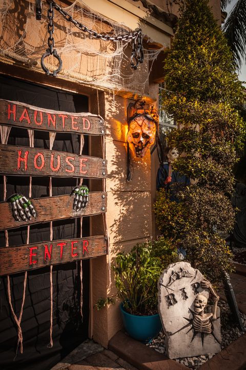 Best Outdoor Halloween Decorations  10 Best Outdoor Halloween Decorations Porch Decor Ideas