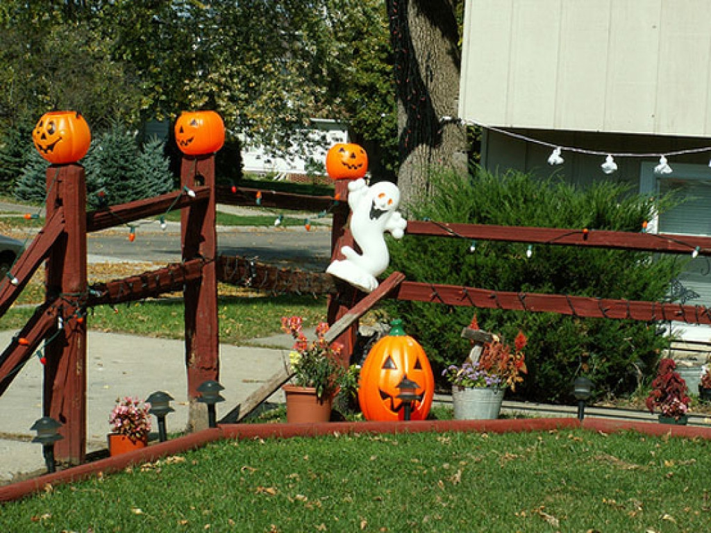 Best Outdoor Halloween Decorations  Outside halloween decorations ideas best outdoor