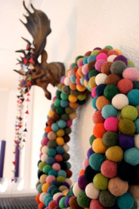 Christmas Ball Wreath DIY  Holiday HowTo DIY Felt Ball Wreath Christmas Ideas