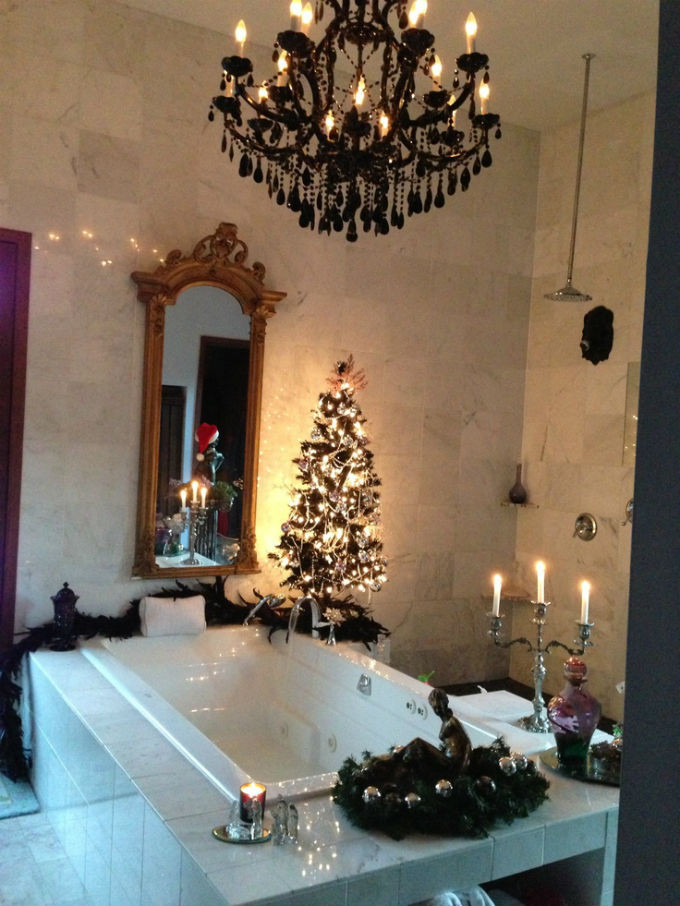 Christmas Bathroom Decorations  How To Decorate Your Luxurious Bathroom For Christmas