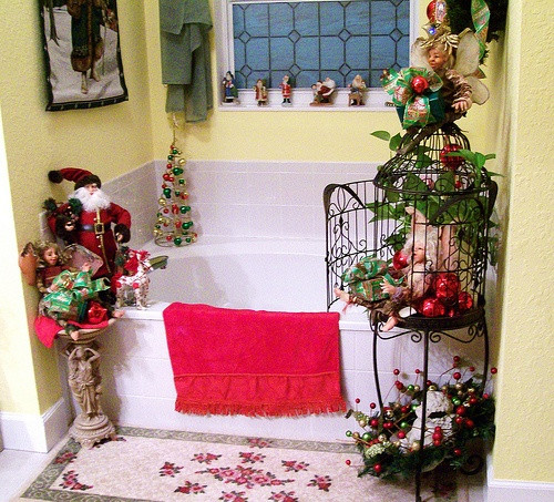 Christmas Bathroom Decorations  Bathroom Decorating Ideas for Christmas