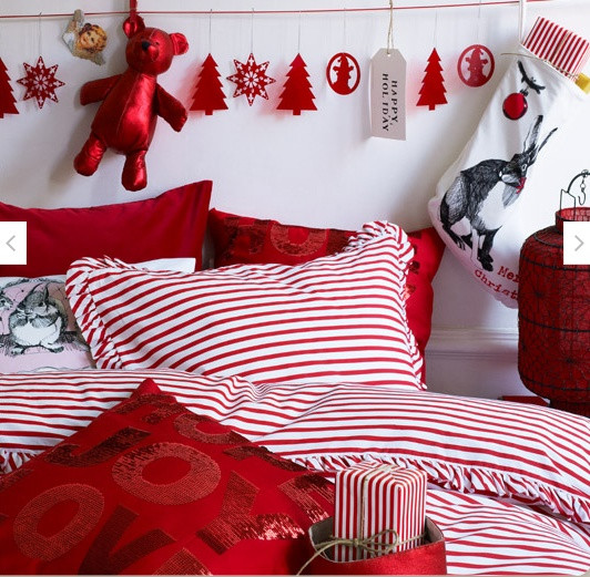 Christmas Bedroom Decor  32 Adorable Christmas Bedroom Décor Ideas DigsDigs