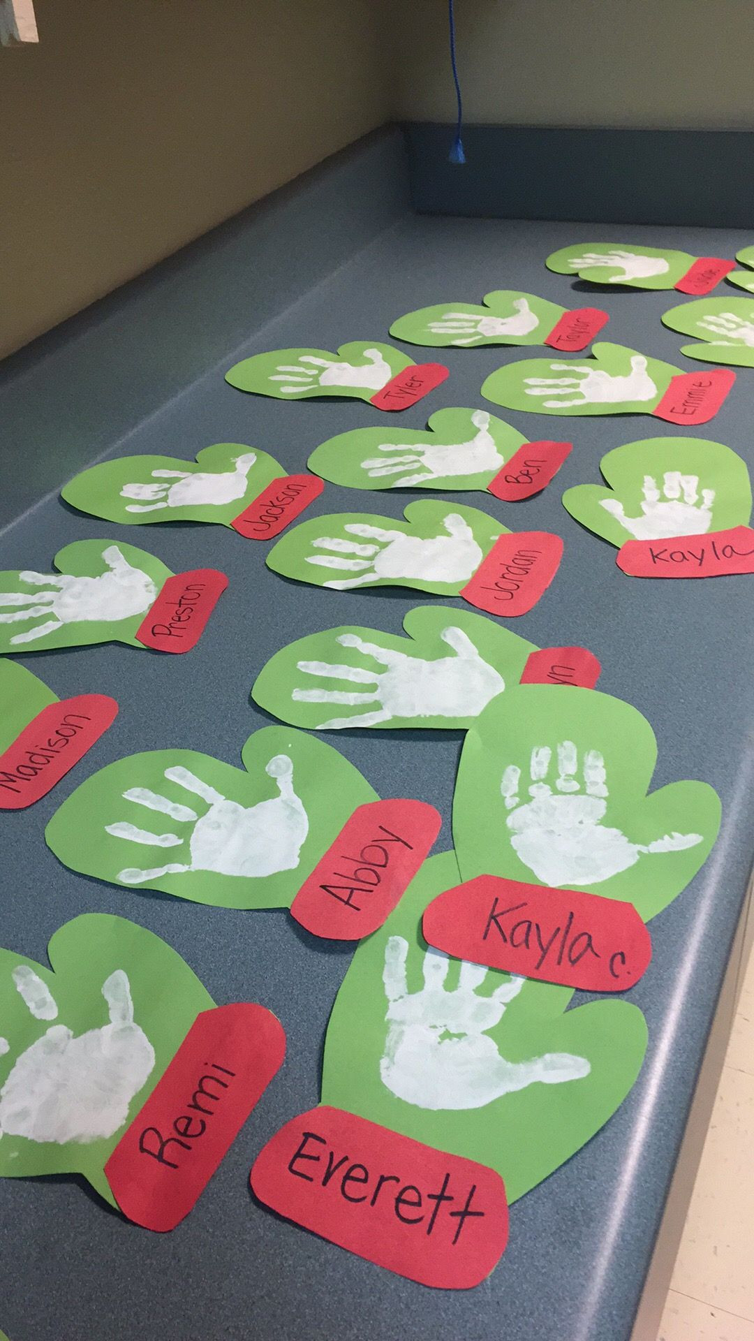 Christmas Craft Ideas For Pre School  23 Cute and Fun Handprint and Footprint Crafts for Kids