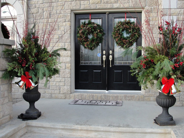 Christmas Decorations For Front Porch  BEAUTIFUL OUTDOOR CHRISTMAS PORCH DECORATION IDEAS