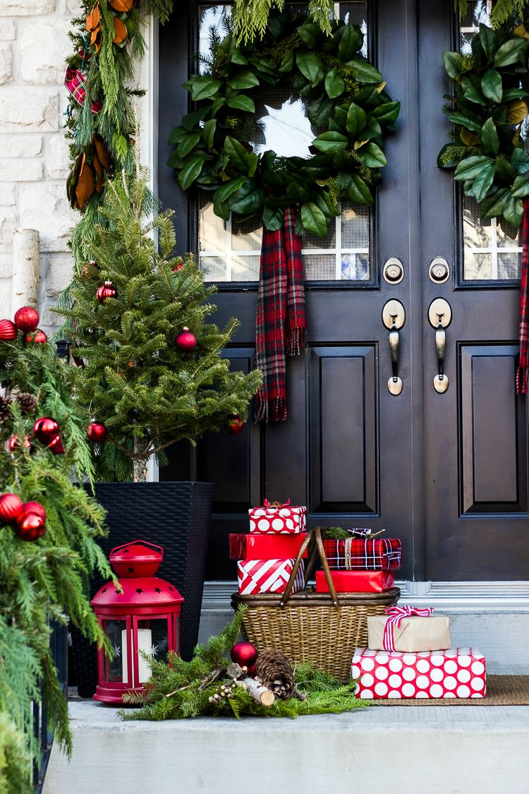 Christmas Decorations For Front Porch  Creative Front Porch Christmas Decor