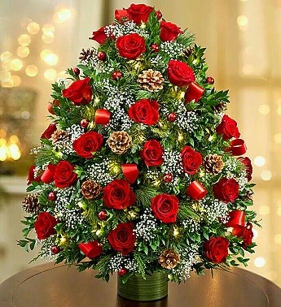 Christmas Flower Images  20 Chic Christmas Flower Arrangements Shelterness