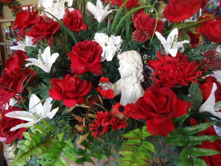 Christmas Flower Images  Creative Flower Shops And Their Latest Christmas Floral
