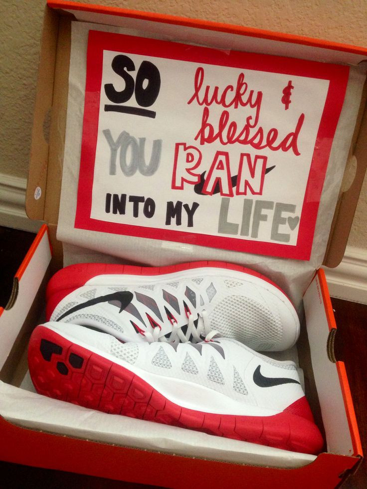Christmas Gift Ideas For Boyfriend  1000 ideas about 1 Year Anniversary on Pinterest