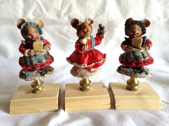 Christmas Lamp Finials  Lot of 3 Adorable Christmas Mice with Cheese Lamp Finials