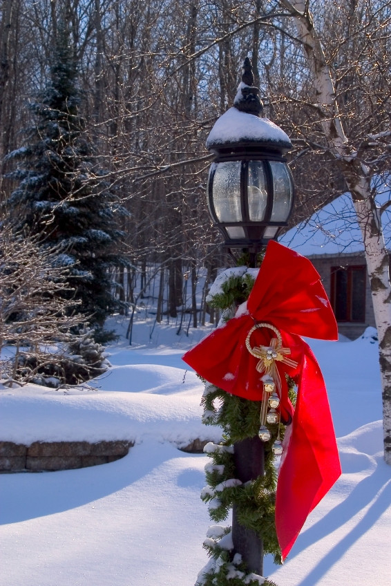 Christmas Lamp Post Decorations  Alto her Christmas Decorating Outdoor Christmas Decorating