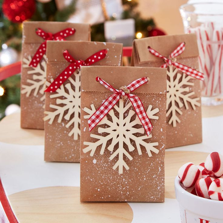 Christmas Party Goodie Bag Ideas  Best 25 Christmas favors ideas on Pinterest