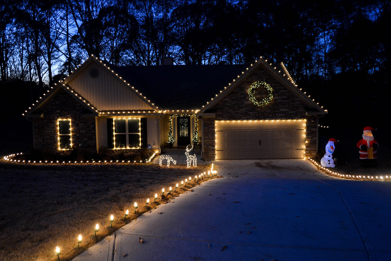 Christmas Rooftop Decorating Ideas  Outdoor Christmas Decorating Ideas Yard Envy