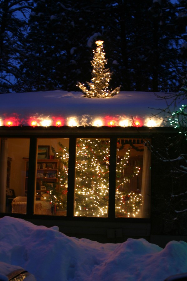 Christmas Rooftop Decorating Ideas  15 Fun Christmas Decorations My Life and Kids